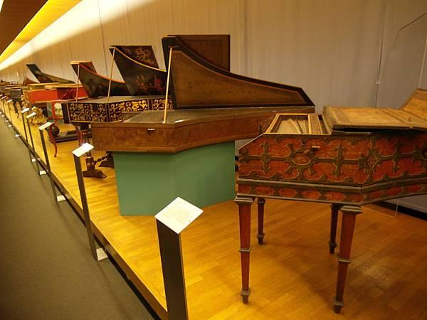 第一次看到博物館展覽樂器,超多以前的鋼琴,
