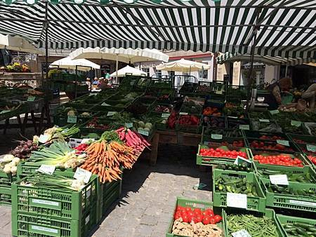 morning market.jpg