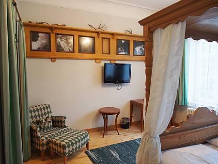 Hirsch room.jpg