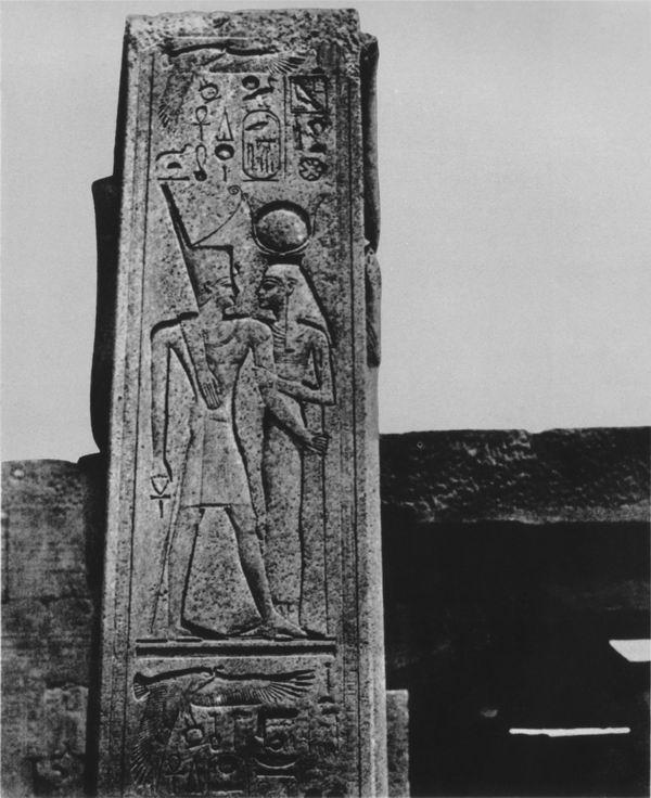 Thèbes. Palais de Karnak, piliers devant le sanctuaire de granit, 1850