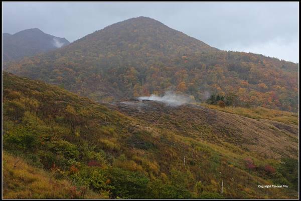 西山火口(Usuzan West Craters)
