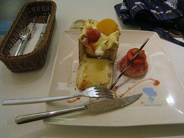 20110515_冰果師04草莓蜜果吐司.JPG