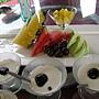 20110521玻璃屋_10水果拼盤(鳳梨.西瓜.葡萄.香瓜)+藍莓奶酪.jpg