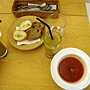 0702新文明書局_01蕃茄濃湯、新文明現榨果汁(葡萄+奇異果)、法國麵包+雜糧麵包.jpg