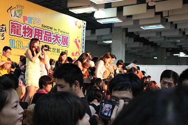 20101120_ 台北寵物用品展貴賓狗家族8.jpg