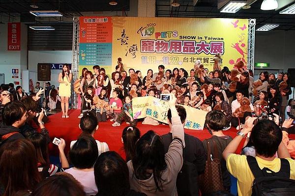 20101120_ 台北寵物用品展貴賓狗家族4.jpg