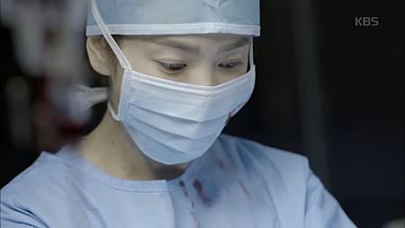 手術室裡性感的姜暮煙.jpg