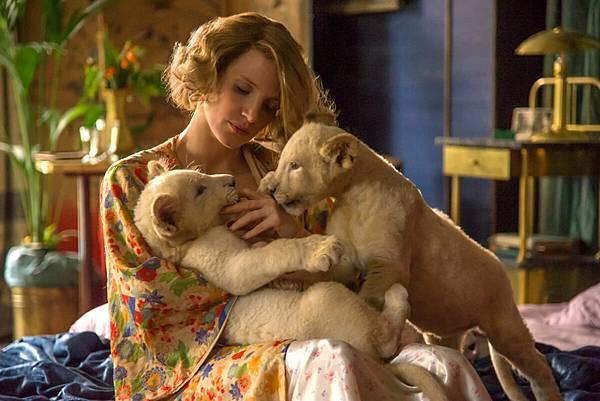 the-zookeeper_s-wife-01.jpg