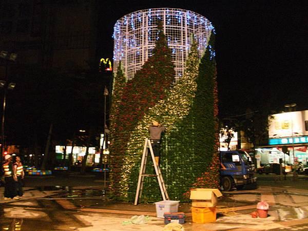 綠柱夜間燈光