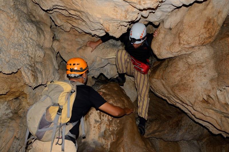 003-01-2013084-Crystal Cave-Newman.JPG