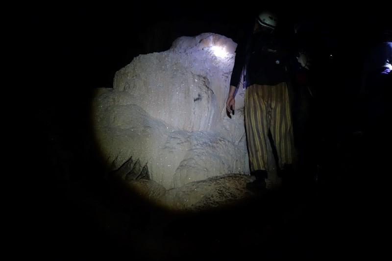 011-04-20130824-Crystal Cave-小李.JPG