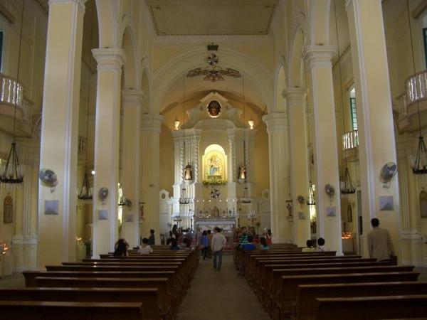 玫瑰聖母堂  主堂