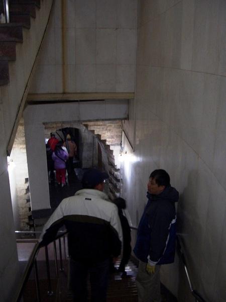 深入地下27米