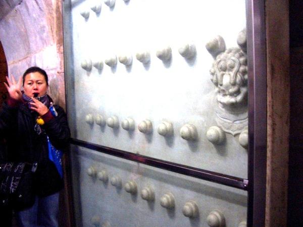 漢白玉墓門