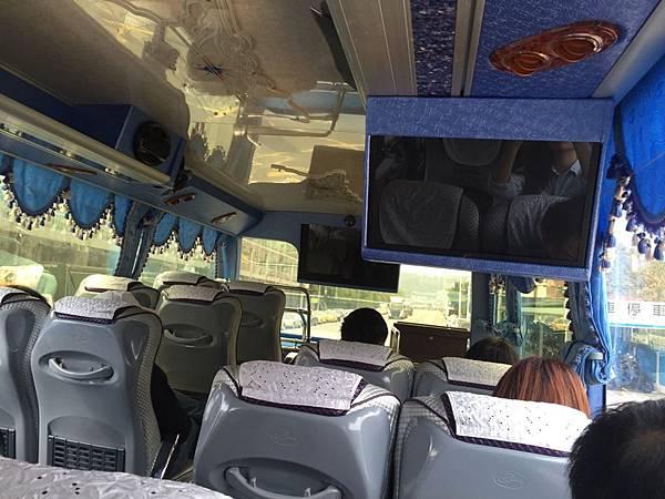 汐止光隆駕訓班-遊覽車上前往基隆監理站