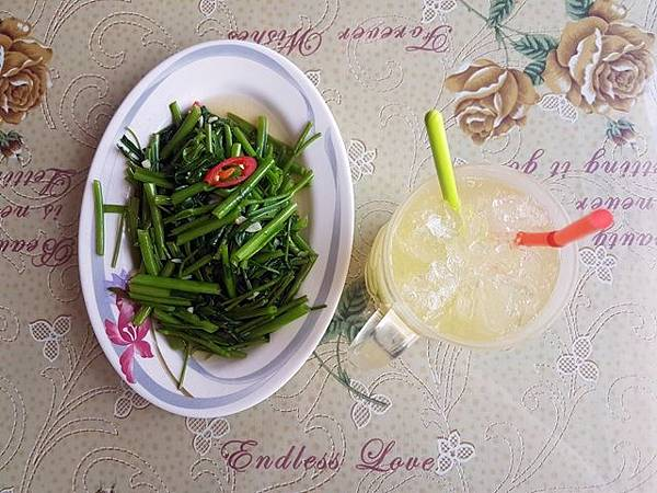 大清越南美食料理 空心菜、檸檬冰