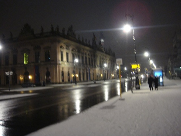雪中的Berlin Staatsoper