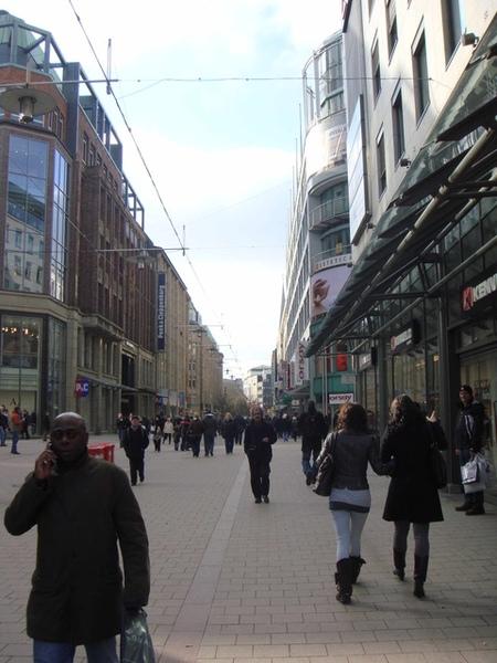 Hamburg車站前購物大道