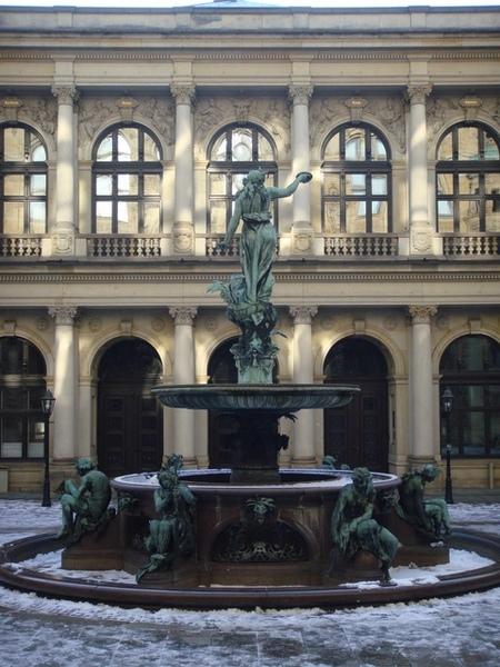 Hamburg市政廳後的瘟疫紀念噴泉