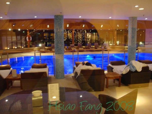 飯店泳池-2.jpg