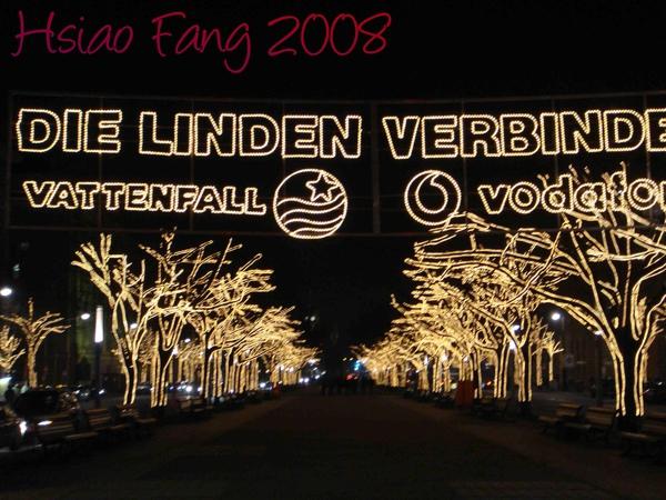 充滿聖誕節氣氛的Friedrich Strasse-2.jpg