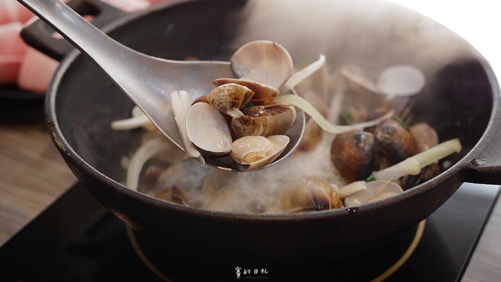 濎極鍋物 陳稜店位於彰化市區,是一間以澳門卜卜鍋為特色的平價火鍋,當然、燒酒雞鍋我也是很推薦 ♥
