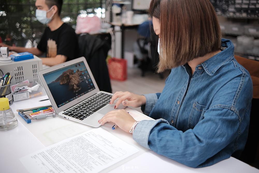 台中MacBook換電池 台中MacBook維修   台中iPhone維修推薦 專業維修 現場快速維修 到府收件 BSMI認證電池 功能檢測 免費檢測7602.PNG