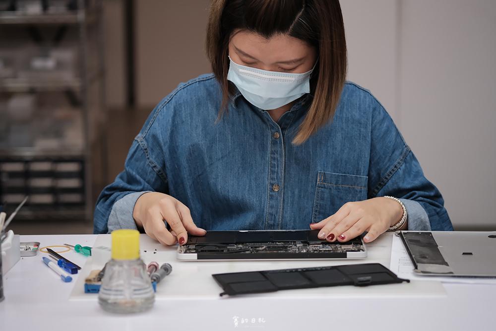台中MacBook換電池 台中MacBook維修 台中iPhone維修推薦 專業維修 現場快速維修 到府收件 BSMI認證電池 功能檢測 免費檢測7616.PNG