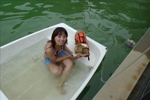 我爬上船囉