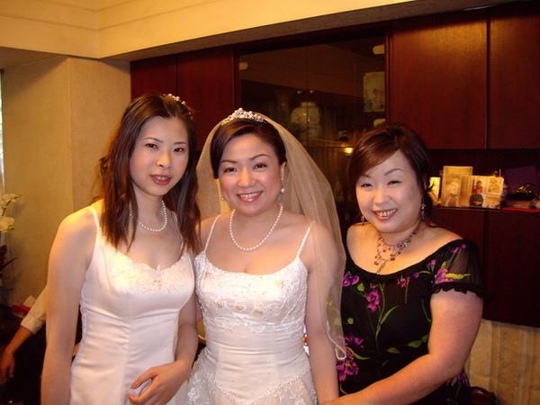 盛裝打扮3姊妹