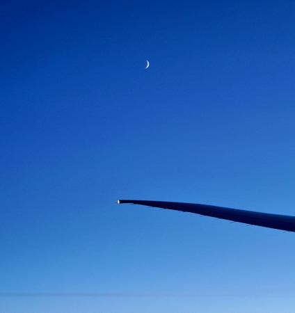 DSC02606機翼上的月亮.jpg
