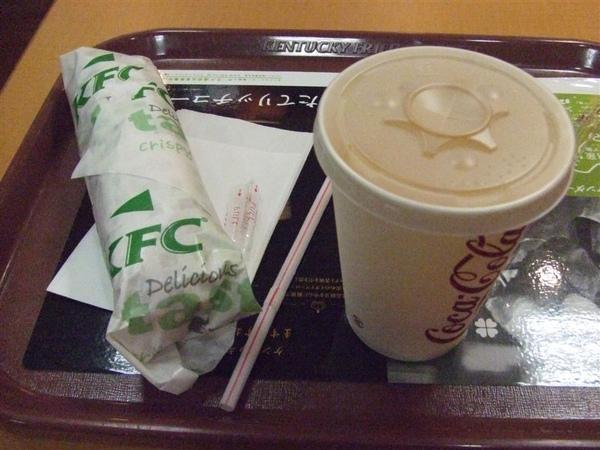 早餐 便宜的KFC 我們還在這裡睡覺 = =