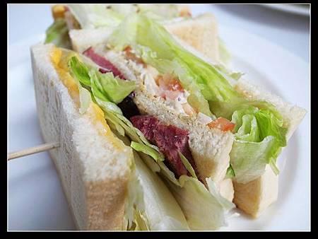 煙燻牛肉總匯三明治 3