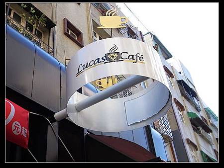 Lucas Cafe 01