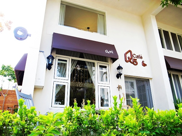 Q5 Cafe 01.jpg