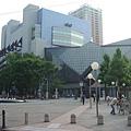 在新宿車站對面