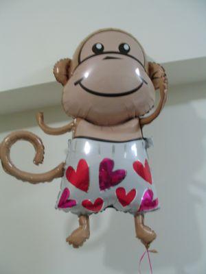 很紅的猴子氣球