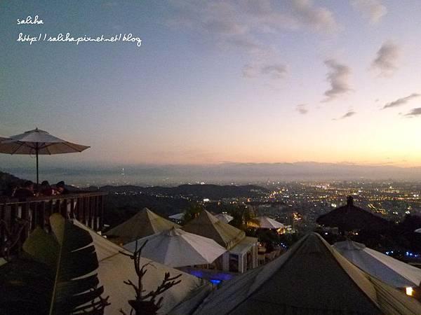陽明山夜景餐廳屋頂上 (30).JPG