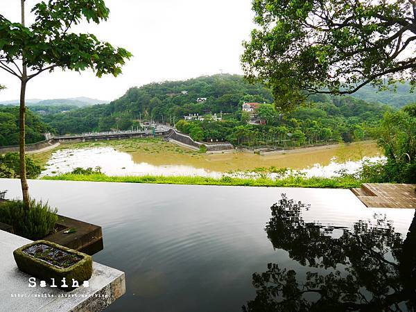 新竹景點二泉湖畔.JPG