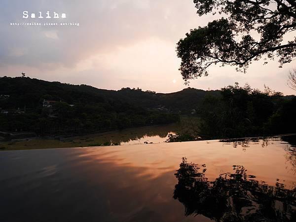 新竹景點二泉湖畔 (10).JPG