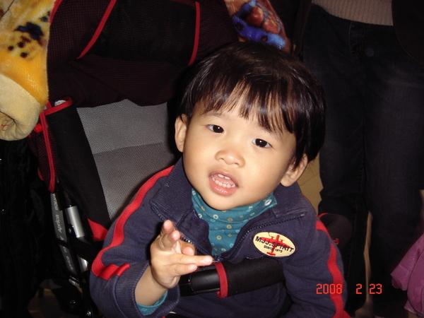 綾海和小BABY搶嬰兒車坐