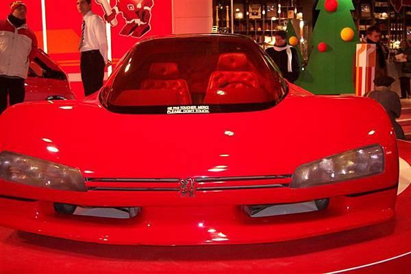 Peugeot 店中展示的概念車款