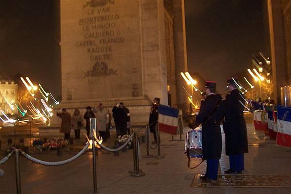 凱旋門晚上有悼念戰士的儀式