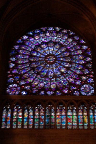 聖母院內部玫瑰窗
