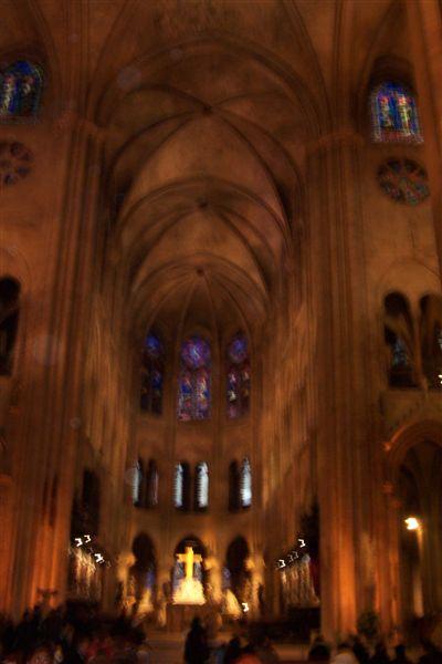 宏偉的聖母院內部
