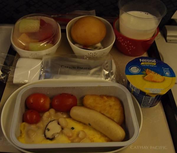 7.22啟航-歐姆雷.肉腸.薯餅番茄及燴豆_conew1.jpg