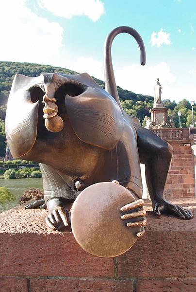 銅猴雕像&老橋