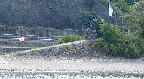 蘿蕾萊海妖石像