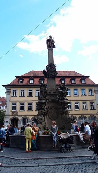 四管噴泉雕像 Vierröhrenbrunnen.JPG