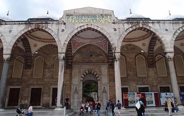 7.20藍色清真寺 (20)前庭拱廊.JPG